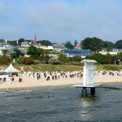 Rügen Strand Ferienhaus Vermietung 800px